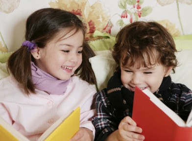 toddlers-reading-books-392x288